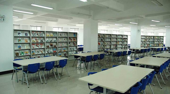 led lysrör i bibliotek